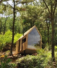 chu văn đông perches 'forest house' in the mountains of vietnam chu văn đông perches 'forest house' in the mountains of northern vietnam Tiny Cabins, Tiny House Cabin, Tiny House Design, Forest Cabin, Forest House, Cabins In The Woods, House In The Woods, House In Nature, Weekend House