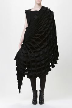 Sculptural Fashion - beautifully manipulated 3D dress structure with architectural construction; shape & volume; wearable art // Ying Gao & Karl Latravrse