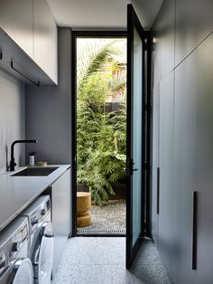 Brighton Residence II by Studio Tate and Tecture – Project Gallery – Laundry Room İdeas 2020 Modern Laundry Rooms, Laundry Room Layouts, Laundry Room Remodel, Laundry Room Storage, Laundry In Bathroom, Small Laundry, Outside Laundry Room, Kitchen Interior, Home Interior Design