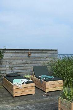 Cozy DIY outdoor lounge beds