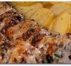 Κοντοσούβλι με πατατούλες στη λαδόκολα Greek Recipes, Pork Recipes, Cooking Recipes, Healthy Recipes, Pork Dishes, Tasty Dishes, Food Network Recipes, Food Processor Recipes, Greek Cooking