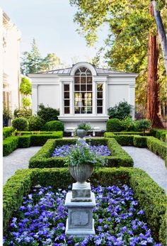 Traditional Garden by Miles Redd and Charlie Barnett in California #Planting #DIY #Ideas RealPalmTrees.com New Ideas #palmtrees #creative #GreatView #CoolPlants #Plants #homeIdeas #Outdoorliving #2015