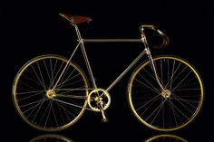 Aurumania Gold Bike Crystal Editions, The most expensive fixie bike in the world is handmade 24 karat gold plated,and decorated with Swarosvki crystals on The handle grip and its saddle coated hand-stitched premium leather. Velo Design, Bicycle Design, Golden Bike, Mtb, Bici Fixed, Velo Vintage, Push Bikes, Fixed Gear Bike, Chrome Hearts