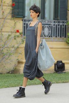 lurdes bergada & syngman cucala_080 Barcelona Fashion Paris Fashion, Boho Fashion, Fashion Show, Fashion Outfits, Womens Fashion, Lush Clothing, Bohemian Style Clothing, Aesthetic Clothes, Nice Dresses
