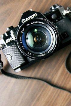 Old Cameras, Vintage Cameras, Dslr Photography Tips, Love Photography, Pregnancy Photography, Photography Logos, Wedding Photography, Location Studio Paris, Foto Canon