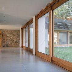 Confira os projetos de esquadrias já realizados pela Ulimax. Pergola, Divider, Windows, Room, Design, Furniture, Home Decor, Internal Doors, Top Coat