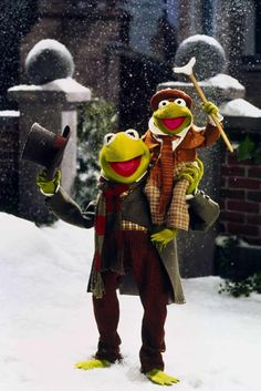 Bob Cratchit (Kermit) with Tiny Tim (Robin the Frog) in The Muppet Christmas Carol. Cartoon Network Adventure Time, Adventure Time Anime, Muppets Christmas, Christmas Time, The Muppet Christmas Carol, Christmas Collage, Christmas Paintings, Cozy Christmas, Christmas Background