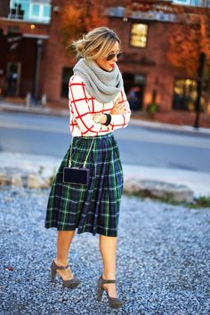 LoLoBu – Women look, Fashion and Style Ideas and Inspiration, Dress and Skirt Look Looks Style, Looks Cool, Style Me, Look Fashion, Womens Fashion, Fashion Trends, Runway Fashion, Plaid Fashion, Holiday Fashion