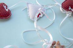 Móvil de corazones para la cuna del bebé - Guía de MANUALIDADES Hoop Earrings, Jewelry, Crib, Garlands, Hearts, Bebe, Jewlery, Jewerly, Schmuck