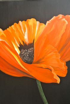 Anneke Janszen. Orange poppy. Sterk uitvergrote papaver in olieverf op canvas met zwarte achtergrond.