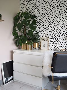 Today I am sharing a few gorgeous home office ideas. I've laid out a few ideas on how to incorporate spots (aka animal prints) into your home officee. Interior Room Decoration, Interior Design Living Room, Living Room Designs, Living Room Decor, Bedroom Decor, Home Decor, Bedroom Inspo, Bedroom Ideas, Wall Decor