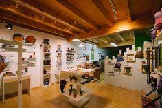 Diseño de tienda a medida, diseño de tienda de artesanía, diseño original de locales, obra y diseño de tienda de artesania Photo Wall, Frame, Home Decor, Store Design, Business, Tents, Atelier, Totes, Interiors