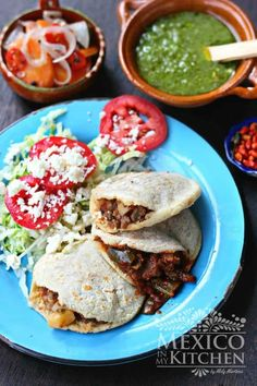 Gorditas recipe |Step by step tutorial for a gorditas recipe with many fillings. Gorditas are thick fat corn tortillas with a side pocket stuffed with savory fillings. These ones are made with Maseca masa harina. | Mexico in my kitchen