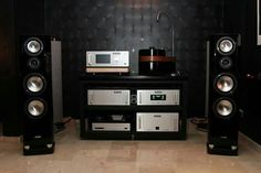 Canton Reference speakers driven by a full Audio Reseach electronic setup, with an AMG Viella turntable. High End Hifi, High End Audio, Valve Amplifier, Audio Room, Audio Sound, Loudspeaker, Audiophile, Luxury Life, Tecnologia