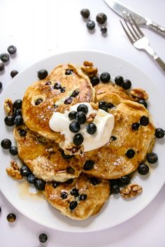 Thick & Fluffy Vegan Blueberry Pancakes: Just 5 ingredients, some blueberries, 20 minutes and you can make fluffy, soft and perfectly sweet pancakes.