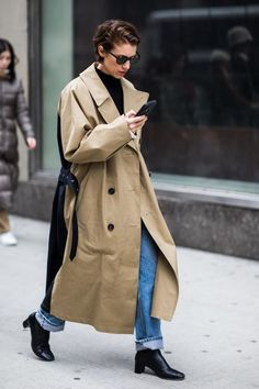 Trench Coat Outfit, Trench Coat Style, Coat Dress, Trench Coats, Women's Coats, Fashion Week, New York Fashion, Womens Fashion, Fashion Fashion