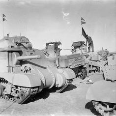 THE BRITISH ARMY IN NORTH AFRICA 1942 Army Vehicles, Armored Vehicles, Mg34, Tank Warfare, North African Campaign, Afrika Korps, British Armed Forces, Ww2 Photos, Armored Fighting Vehicle
