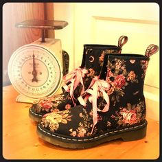 DR MARTENS VICTORIAN FLORAL BOOTS Gorgeously Decorated Combat Boots,they're brand new,never worn,but no box or black laces Dr. Martens Shoes Combat & Moto Boots