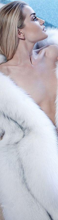 Rosie Huntington-Whiteley Really Heats It Up For 'Violet Grey'!: Photo Rosie Huntington-Whiteley dons a little white dress while exiting her hotel on Wednesday (June in New York City. Rosie Huntington Whiteley, Fashion Moda, Fur Fashion, Fashion Beauty, Womens Fashion, Fashion Tips, Model Victoria, Gq, Emma Summerton
