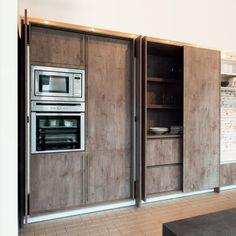 Rotpunkt presented its Pocket Door solution Kitchen Interior, Kitchen Design, Kitchen Organization, Organizing, Pocket Doors, House 2, Kitchen And Bath, Home Kitchens, Kitchen Cabinets