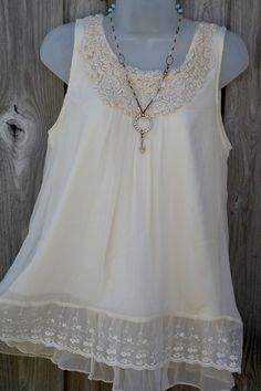 Romantic Living Creme Dream Soutache Lace Top...