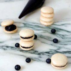 Mustikka-valkosuklaa macarons