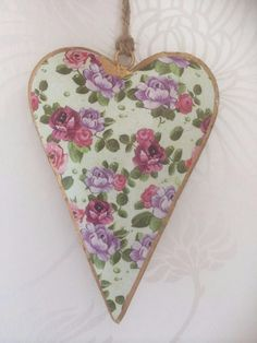 SHABBY VINTAGE STYLE CHIC LIGHTLY DISTRESSED FLORAL METAL HEART