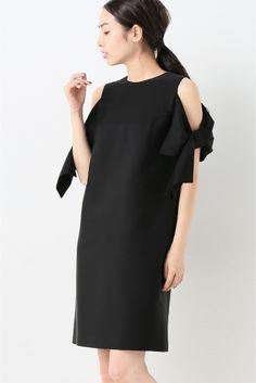 kaene オフショルダーリボンワンピース kaene オフショルダーリボンワンピース 25920 2016AW La TOTALITE フォーマルシーンのお洋服をバリエーション豊富に提案するブランドkaene/カエンから トレンドのオフショルダーデザインのドレスが登場 袖リボンが女性らしくやわらかい雰囲気に シンプルながら1枚で華やかさを演出します 上品な光沢感がありオケージョンシーンにもオススメです モデルサイズ:身長:165cm バスト:80cm ウェスト:58cm ヒップ:85cm 着用サイズ:36