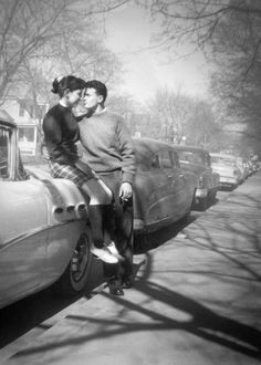 57 Ideas For Photography Vintage Retro Robert Doisneau Photo Vintage, Vintage Love, Vintage Kiss, Couples Vintage, Vieux Couples, Shiny Happy People, Old Fashioned Love, Vintage Romance, Old Love
