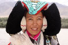 india - ladakh / Dances of the Ladakhi people in traditional dress.