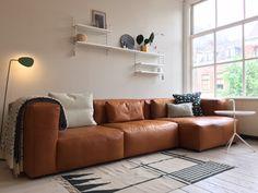 Mags sofa soft - HAY Leather Modular Sofa, Leather Sofa, Home Living Room, Living Room Designs, Living Spaces, Sofa Furniture, Living Room Furniture, Unique Furniture, Sofa Design