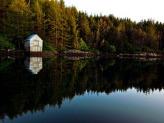 http://cabinporn.com/post/141665326791/boat-house-on-bømlo-island-norway-contributed