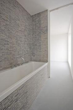Pasel Kuenzel Architects. Photo credits: Marcel Van Der Burg. #home #minimal #bathroom