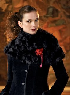 [picked up from peruvianconnection.com] Elegant Alpaca Fur Capelet from Peruvian Connection. Women's beautifully tailored designer capelets and outerwear, made with the finest fibers and best fit. Exclusive Peruvian Designs. $0.00 Buy It Now ! Peruvian Connection, Capelet, Hippie Style, Fur Coat, Elegant, Fitness, Jackets, Stuff To Buy, Beauty