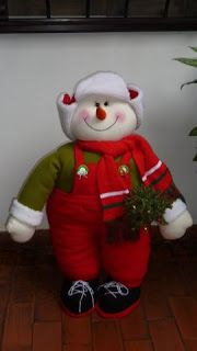 EL TALLER DE ROSA: MUÑECOS 2011 Fabric Decor, Fabric Crafts, Christmas Fabric, Reno, Felt Crafts, Bowser, Ronald Mcdonald, Snowman, Christmas Ideas