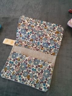 How to use his fabric coupons - Loumajinne , Simple Bags, Easy Bag, Being Used, Floral Tie, Coupons, Patches, Sewing, Crochet, Accessories