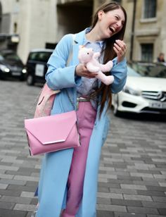 12 cool ideas on how to wear denim from LFW street style stars Blue Fashion, Star Fashion, Pink Street, Fashion Updates, Pink Dress, Street Style, Cool Stuff, Stars, Denim