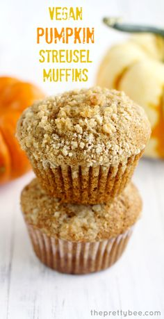 Welcome fall with a nice warm pumpkin muffin topped with a buttery crumb topping! #vegan #pumpkin