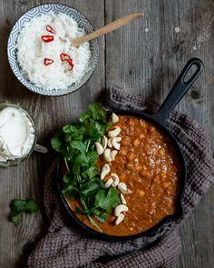 Tikka masala kikherneistä – nopea arkiruoka puolessa tunnissa | Kokit ja Potit -ruokablogi Garam Masala, Curry, Veggies, Vegan, Ethnic Recipes, Food Food, Recipe Ideas, Drinks, Drinking
