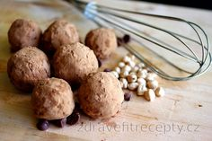 This is another recipe of those easier and quicker, but still very tasty. Healthy chickpea balls in cocoa coating are a dessert without flour and refined sugar, rich in protein,. Healthy Sweets, Healthy Snacks, Healthy Recipes, Sin Gluten, Dessert Parfait, Chickpea Recipes, Nut Butter, Meals For One, Raw Vegan