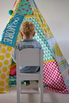 Super mooie Tipi Tent. Hij is gebouwd van Zeeman theedoeken!