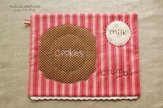 Salvamanteles galletas y leche