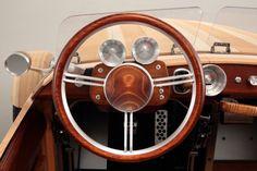 Innenraum des Toyota Setsuna. Im Cockpit ist der Einsatz von Holz seit Jahren...