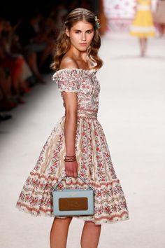 http://www.woman.at/_storage/asset/5750636/storage/womanat:content-large/file/82704582/lena-hoschek-show-mercedesbenz-fashion-week-berlin-springsummer.jpg