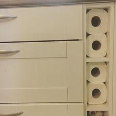 Excellent! Vihdoin keksin jotain järkevää käyttöä tuolle kaappinurkan pikkuhyllykölle   #organizing #säilytys #järjestys #siivous #cleaning #storage #talouspaperiteline #kitchen #keittiö #koti #home #shelfie