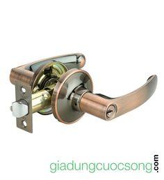 https://giadungcuocsong.com/s/khoa-tay-gat-yale-l5367-us11. Khóa tay gạt Yale L5367 US11 sản xuất theo tiêu chuẩn tập đoàn ASSA ASBLOY, khung khóa bằng thép chắc chắn, chiều dài cò 60-70mm, độ dày cửa thích hợp 35-50mm, giao khóa miễn phí nội thành HCM. Ruột khóa: 5-pin bằng Đồng. Bộ khóa: 03 chìa bằng đồng được mạ lớp Nickel. Kích thước ổ khóa tay gạt Yale L5367 US11: 170 x 150 x 60 mm. Trọng lượng: 0.6 kg. Thương hiệu: YALE