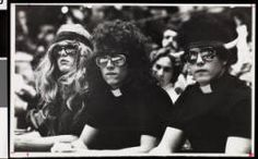 Students wearing wigs, USC, February 4, 1982 :: University of Southern California History Collection    #USC #Trojans #students #college #wigs #sunglasses