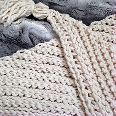 An easy crochet triangle scarf pattern thats great for beginners free crochet pattern for this triangle scarf this easy stitch pattern has the look of knit the large tassels are such a fun detail dt1010fo
