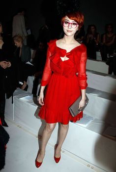 Fan Bing Bing does sixties style. Love the red glasses ! Streetstyle