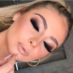 glam makeup – Hair and beauty tips, tricks and tutorials Prom Makeup Looks, Cute Makeup, Glam Makeup, Gorgeous Makeup, Pretty Makeup, Makeup Inspo, Bridal Makeup, Wedding Makeup, Makeup Inspiration